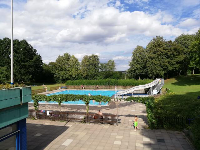 Schwimmbad trotz Corona geöffnet